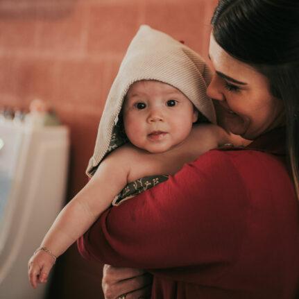 Baby en moeder in baby spa De Babybubbel in Panningen
