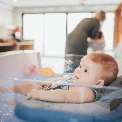 Baby floaten in Baby spa De Babybubbel in Panningen